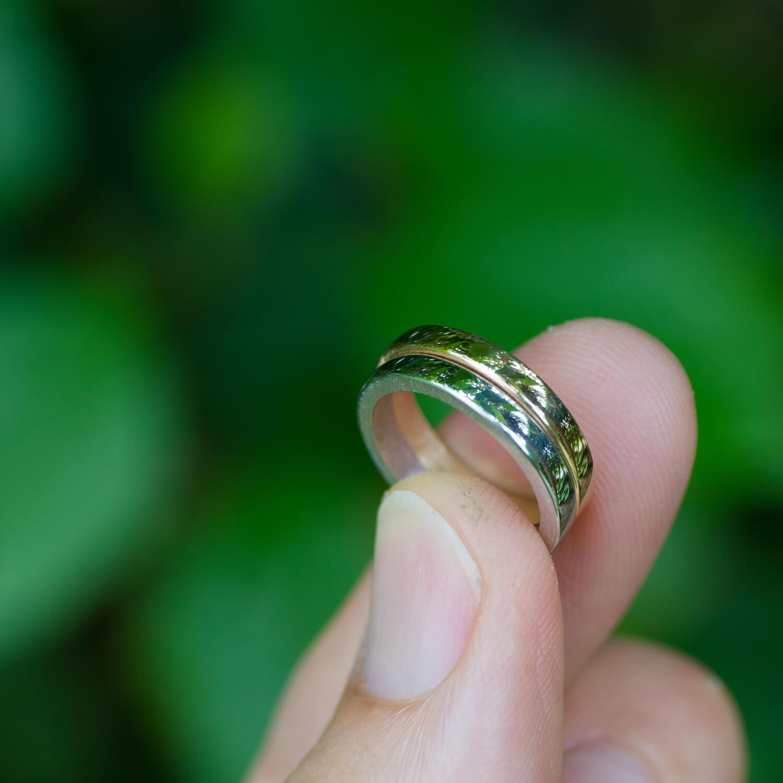 屋久島の緑バック オーダーメイドマリッジリングの制作過程 屋久島ジュエリーのアトリエ ゴールドリング 屋久島でつくる結婚指輪