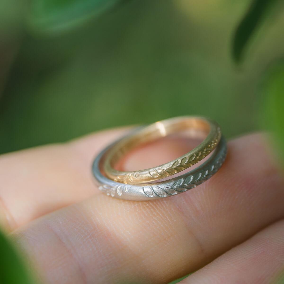 角度2 オーダーメイドマリッジリング 屋久島の緑バック プラチナ、ゴールド 屋久島のシダモチーフ 屋久島でつくる結婚指輪