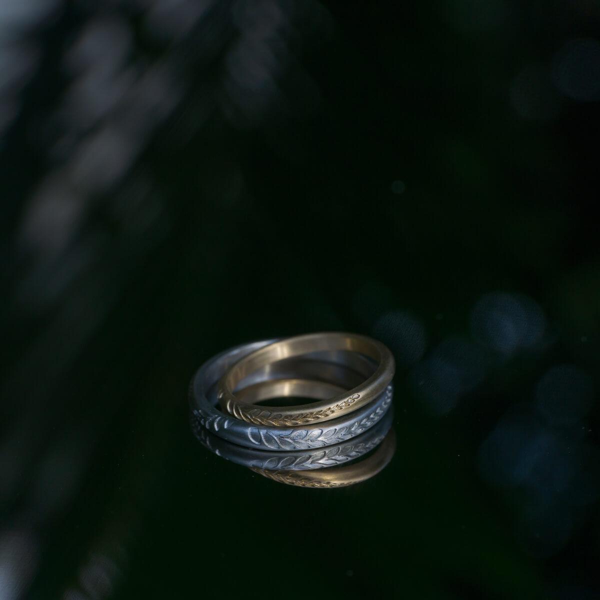場面2 オーダーメイドマリッジリング 屋久島の緑バック プラチナ、ゴールド 屋久島のシダモチーフ 屋久島でつくる結婚指輪