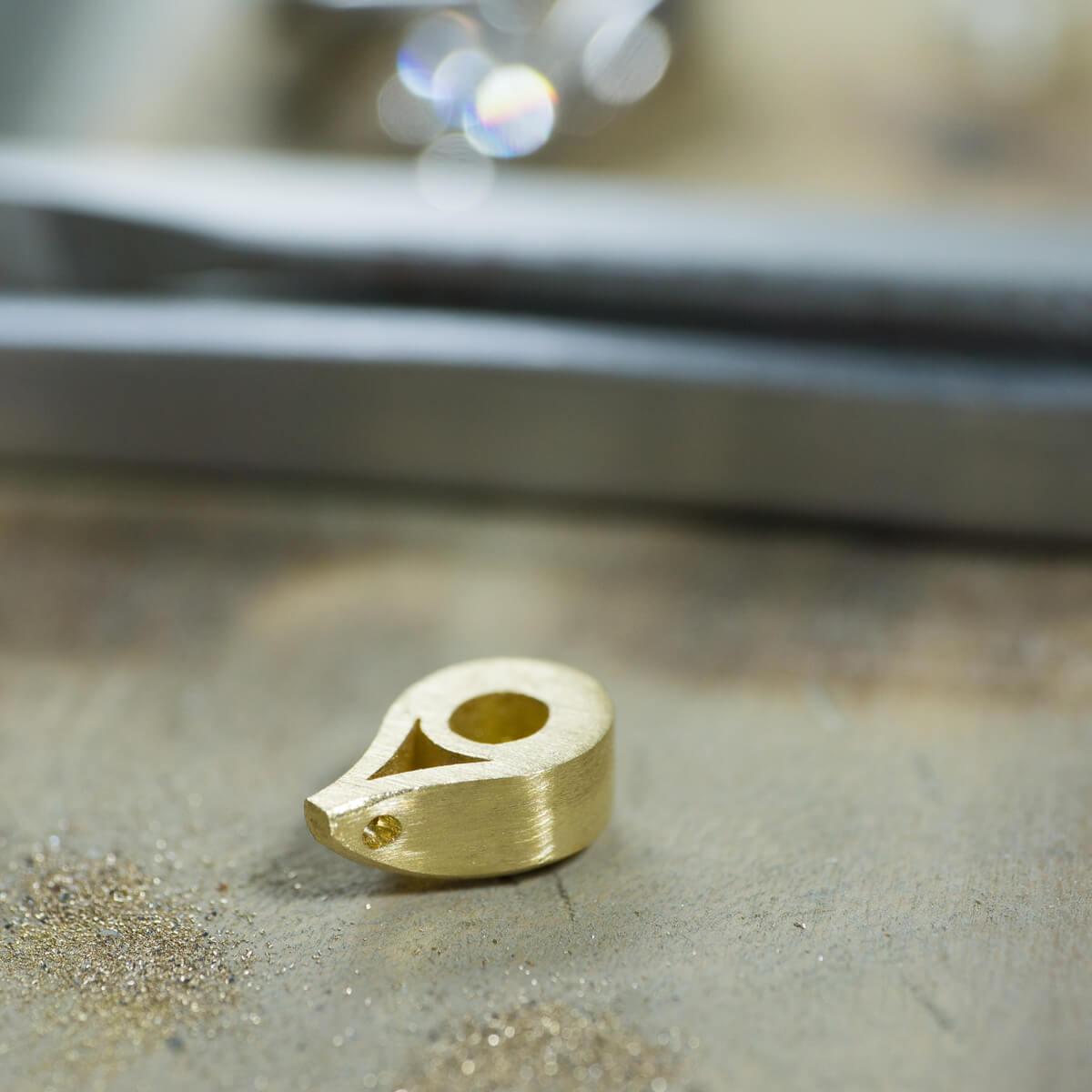 オーダーメイドジュエリーの制作風景 ジュエリーのアトリエ ゴールドのペンダントトップ 屋久島でリメイクジュエリー