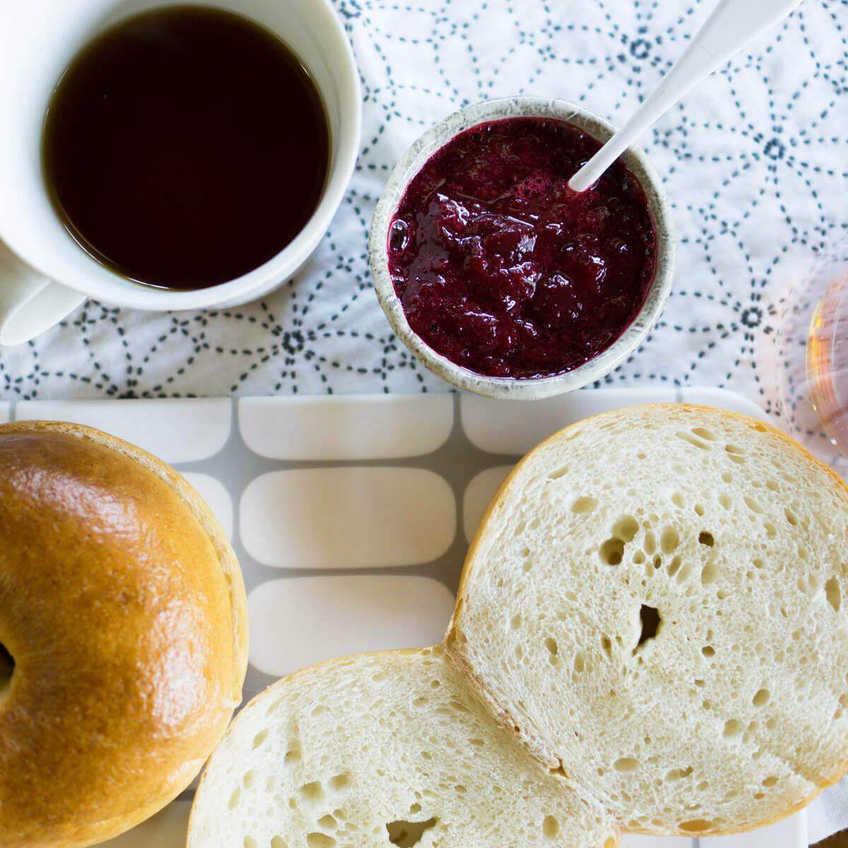 屋久島のすもも ジャムとパン、コーヒー 屋久島日々の暮らしとジュエリー オーダーメイドジュエリーのイマジネーション