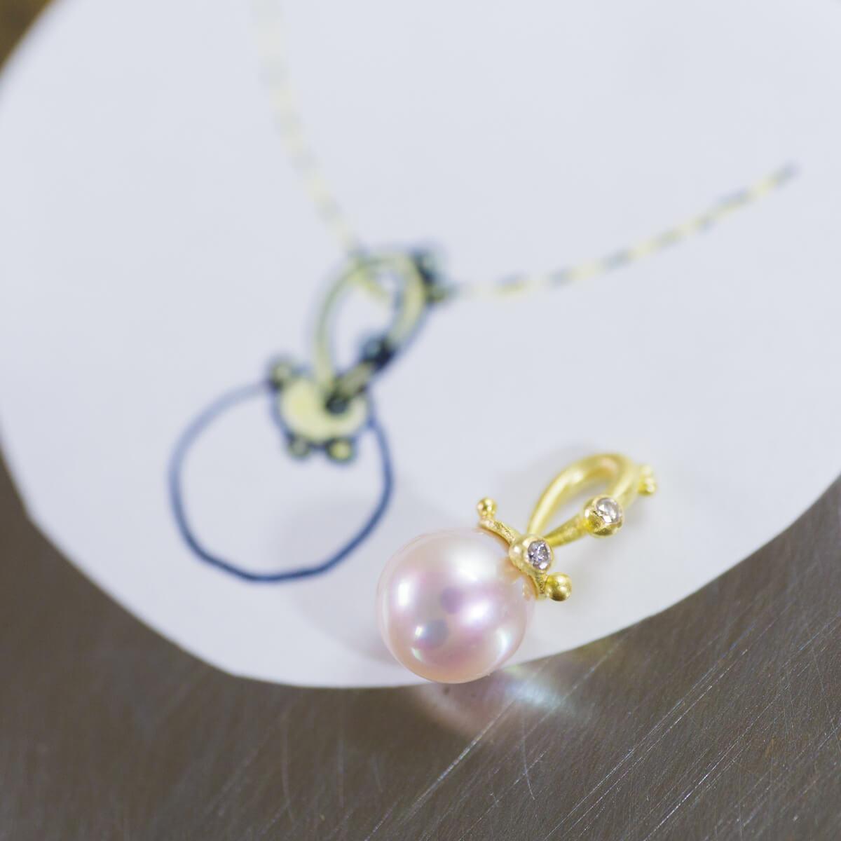 デザイン画とともに リメイクジュエリーのネックレス パール、ゴールド、ダイヤモンド 屋久島のしずくモチーフ オーダメイドの手作りジュエリー