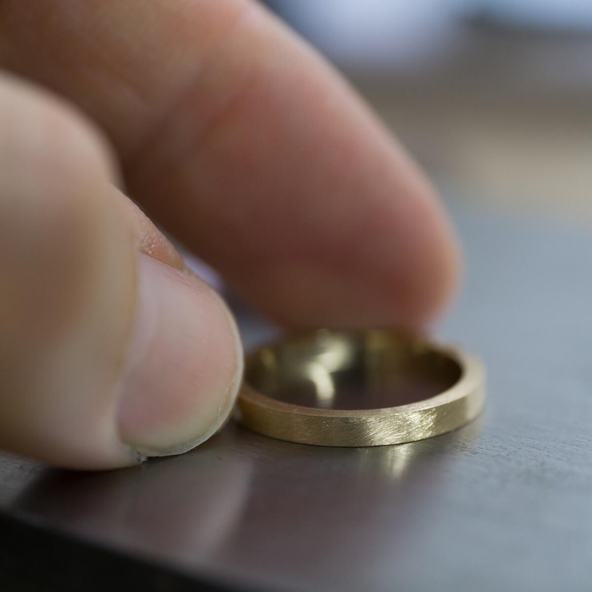 裏側 オーダーメイドマリッジリングの制作風景 ジュエリーのアトリエ 屋久島のシダモチーフ ゴールド、プラチナ 屋久島でつくる結婚指輪