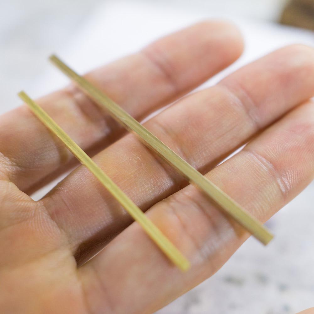 場面3 手に取って オーダーメイドマリッジリングの素材 ジュエリーのアトリエ ゴールド 屋久島で作る結婚指輪