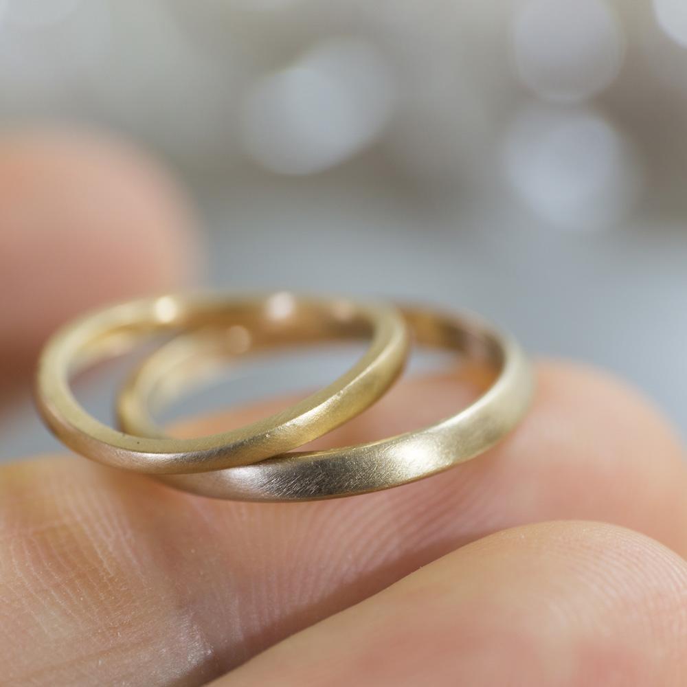 オーダーメイドマリッジリング 手のひらに乗せて 屋久島の山海モチーフ ゴールド 屋久島で作る結婚指輪