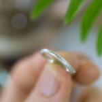 オーダーメイドマリッジリング ジュエリーのアトリエ 手に持って 屋久島のシダモチーフ シルバー 屋久島でつくる結婚指輪