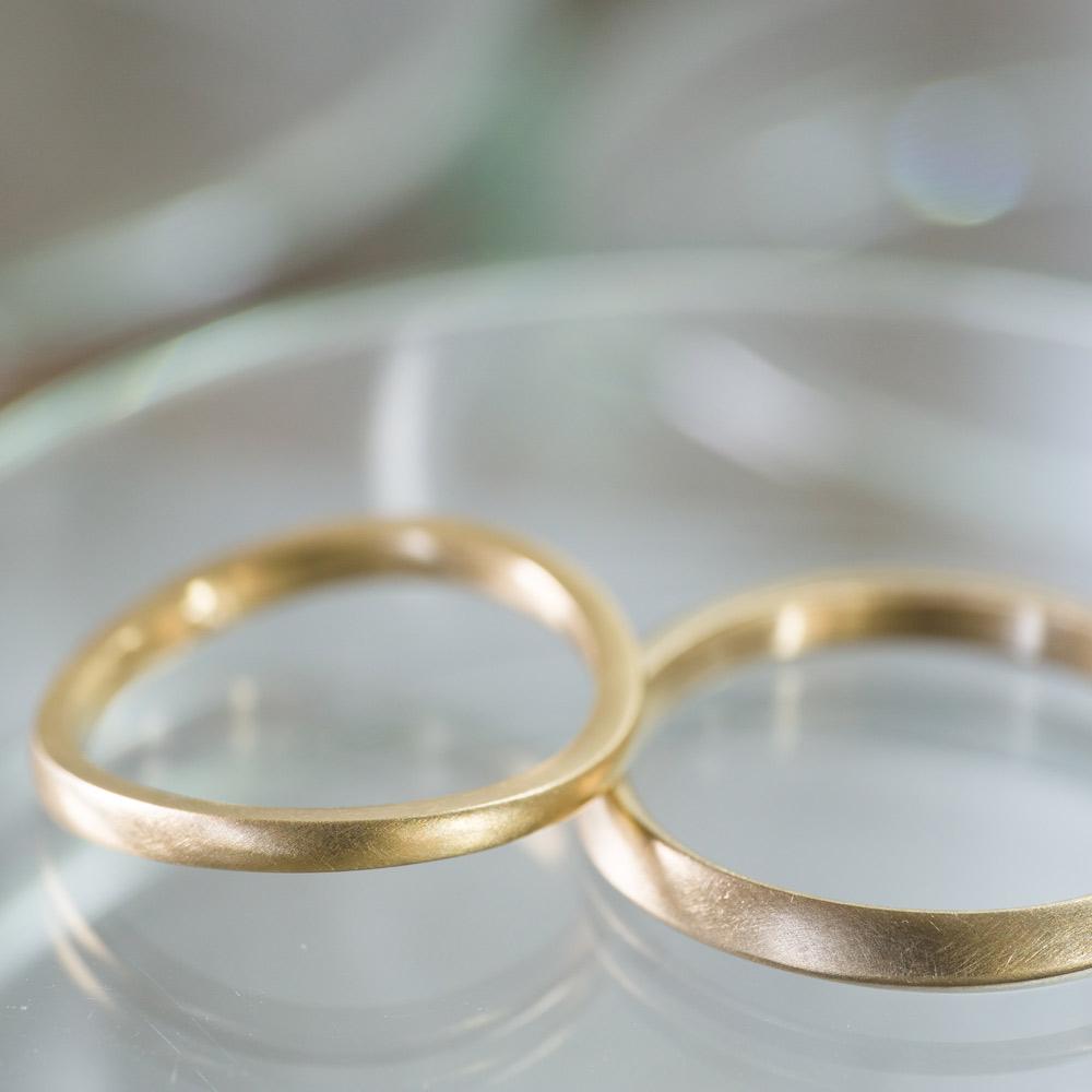 場面2 オーダーメイドマリッジリング  屋久島の山海モチーフ ゴールド 屋久島で作る結婚指輪