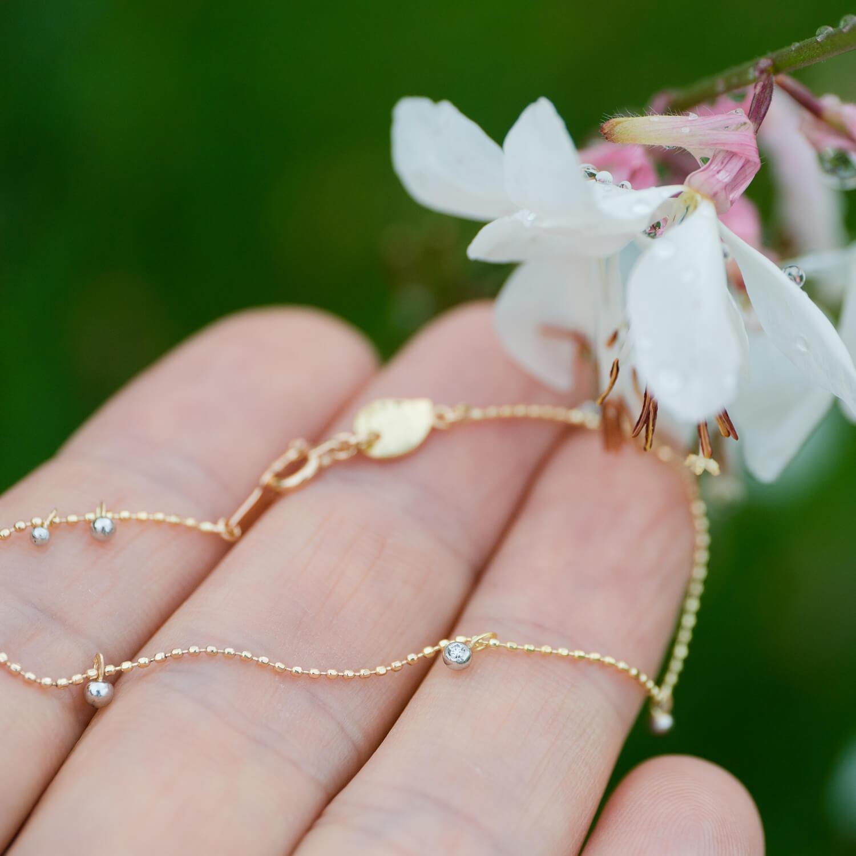 オーダーメイドジュエリー、手のひらに 屋久島の花バック 屋久島雨のしずくモチーフ ゴールド、プラチナ、ダイヤモンド 屋久島でつくる結婚指輪