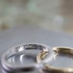 オーダーメイドマリッジリングの制作風景  作業場に指輪 シダ模様 プラチナ、ゴールド 屋久島で作る結婚指輪