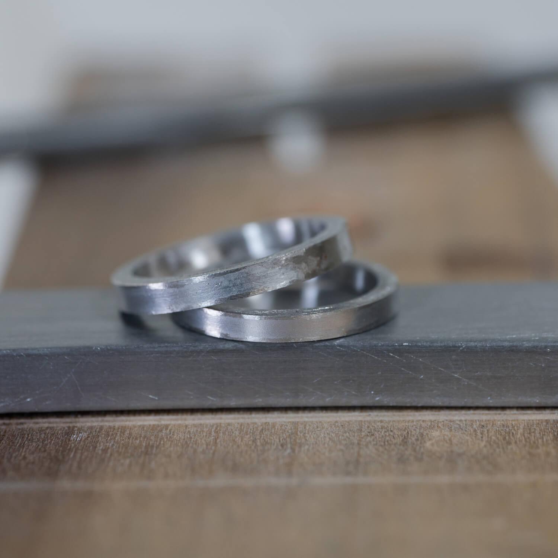 場面2 オーダーメイドマリッジリングの制作風景 屋久島ジュエリーのアトリエ プラチナ 屋久島でつくる結婚指輪 屋久島の海モチーフ