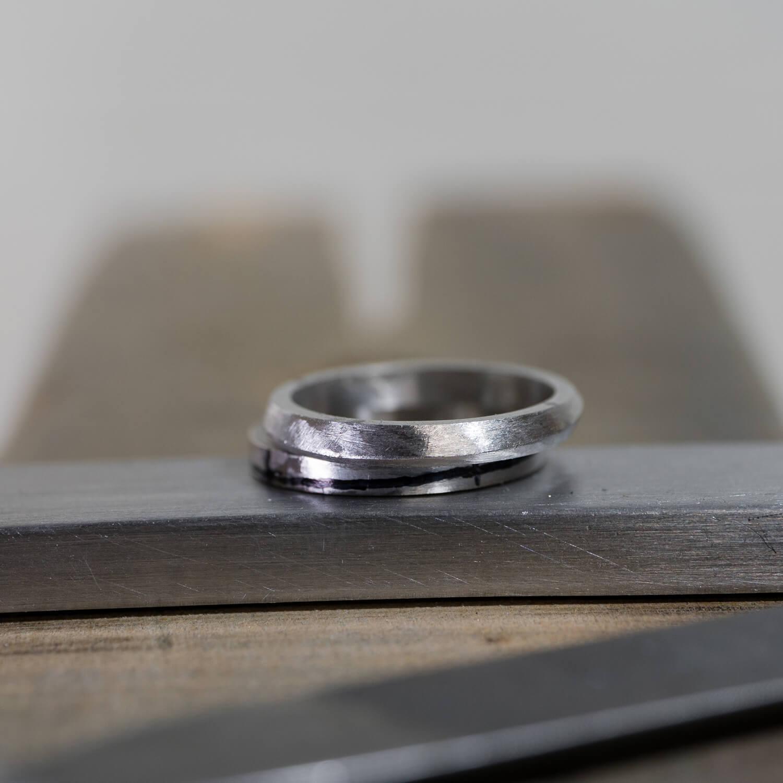 場面3 オーダーメイドマリッジリングの制作風景 屋久島ジュエリーのアトリエ プラチナ 屋久島でつくる結婚指輪 屋久島の海モチーフ