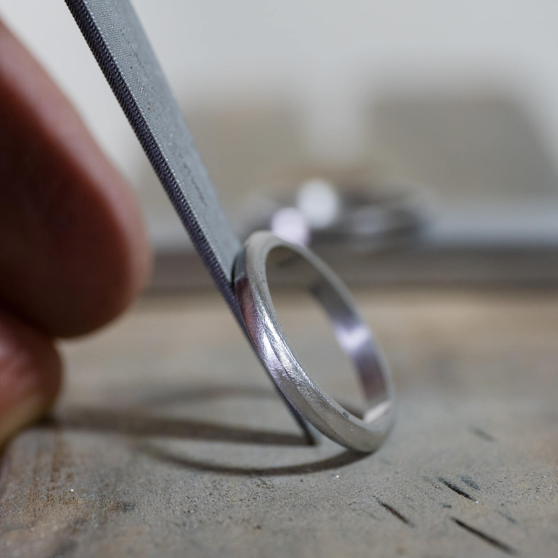 場面4 オーダーメイドマリッジリングの制作風景 屋久島ジュエリーのアトリエ プラチナ 屋久島でつくる結婚指輪 屋久島の海モチーフ