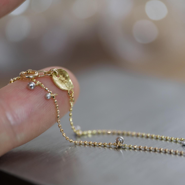 場面2 屋久島ジュエリーのアトリエ オーダーメイドブレスレット 屋久島のしずくモチーフ ゴールド、プラチナ、ダイヤモンド 屋久島でつくる結婚指輪