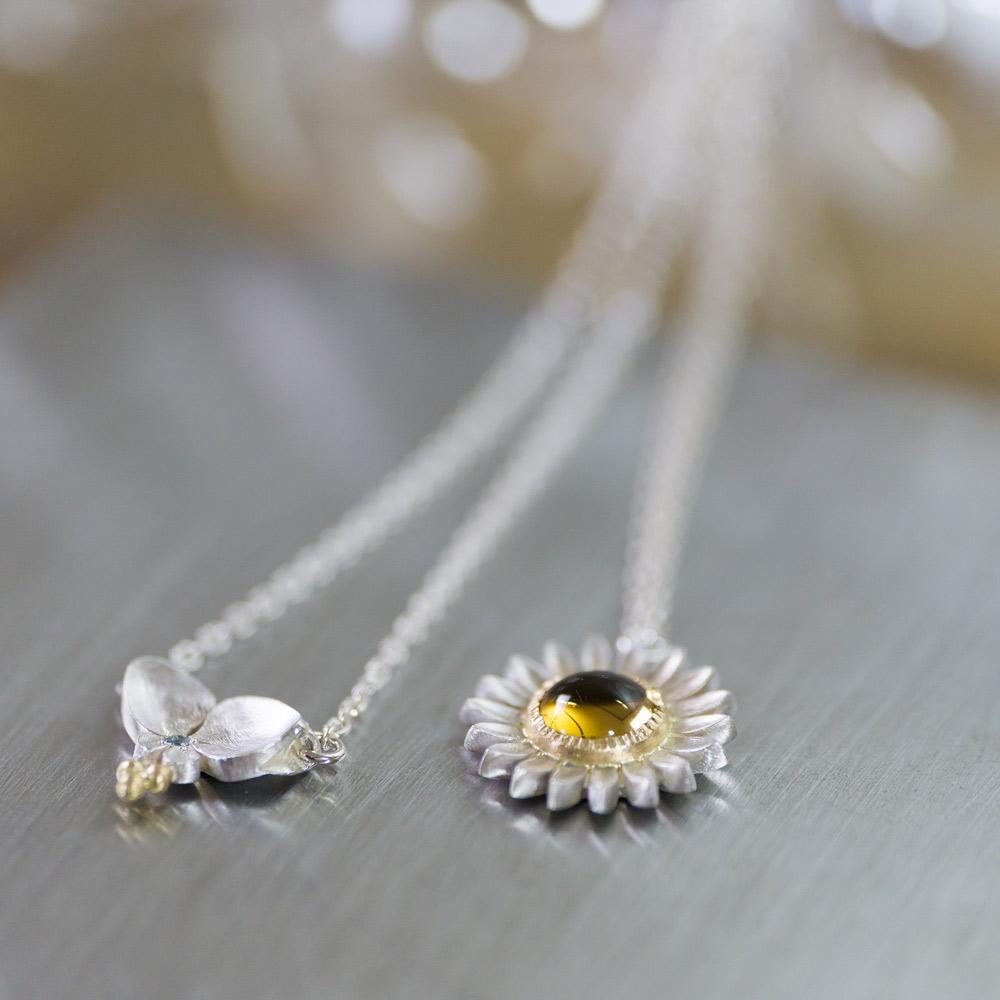 ツユクサのネックレス ひまわりのネックレス シルバー、ゴールド 屋久島の花モチーフ ハンドメイドジュエリー