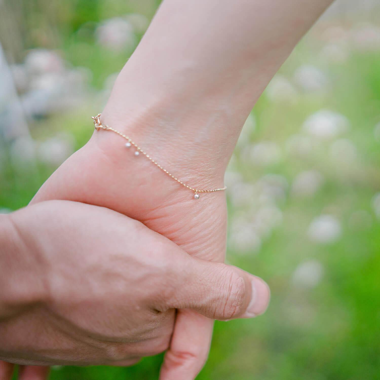 屋久島しずくギャラリーの庭 手と手オーダーメイドブレスレット 屋久島のしずくモチーフ ゴールド、プラチナ、ダイヤモンド 屋久島でつくる結婚指輪