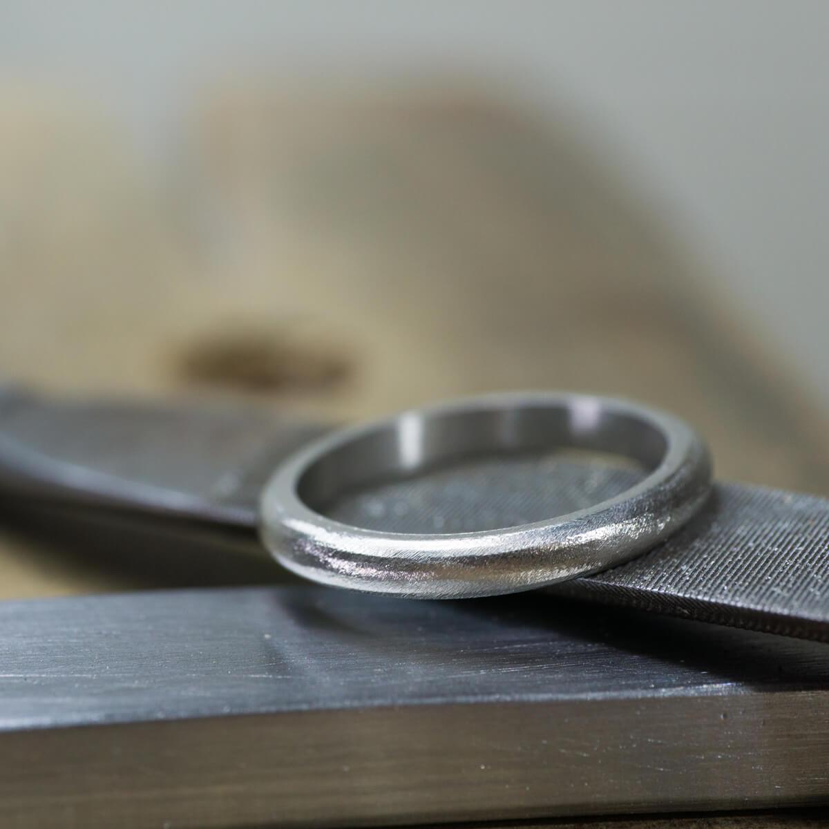 オーダーメイドマリッジリングの制作風景 ジュエリーのアトリエに結婚指輪 プラチナ 屋久島でつくる結婚指輪