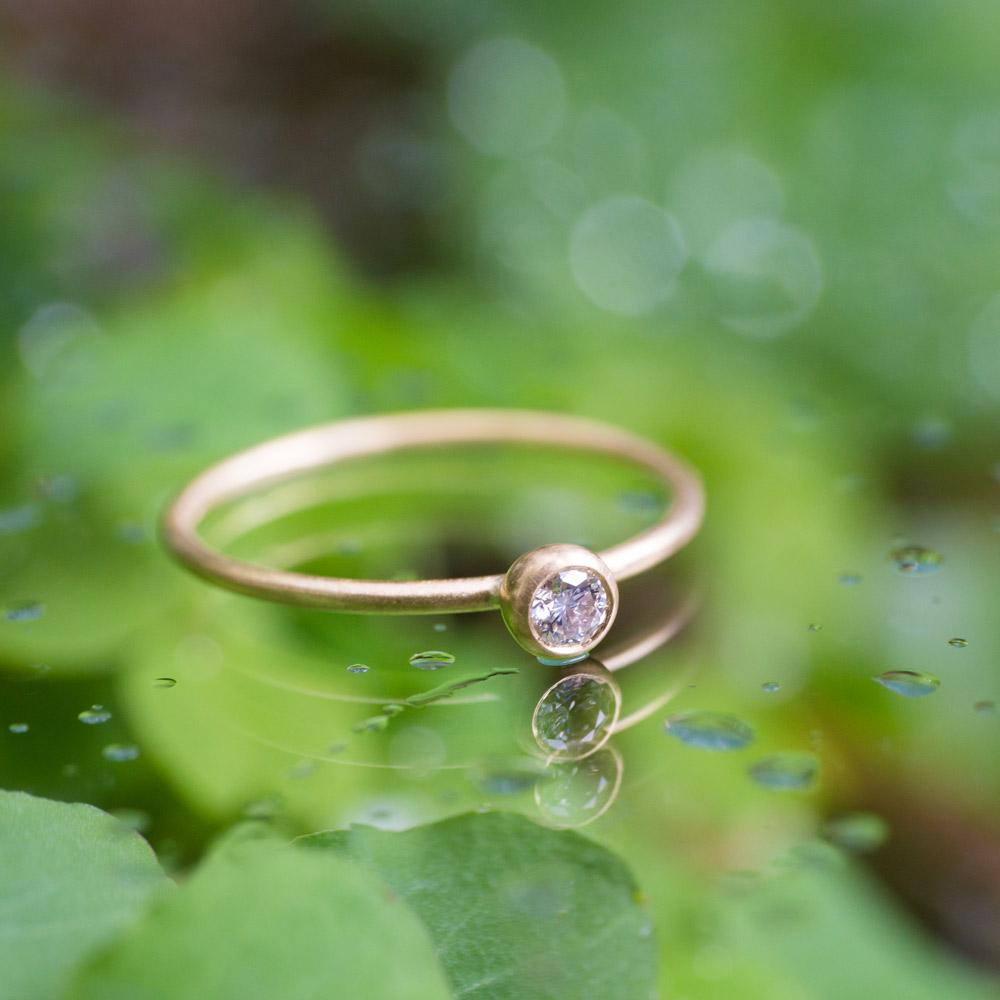 オーダーメイドエンゲージリング 屋久島の緑バック ダイヤモンド、ゴールド 屋久島で作る結婚指輪