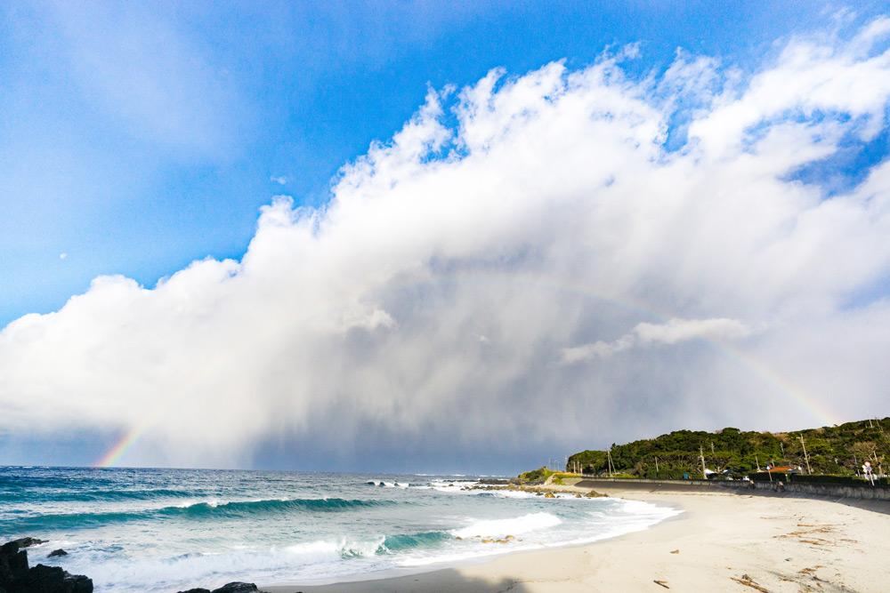 冬の屋久島にあられが降る。 いつものビーチで出会った寒さと祝福。
