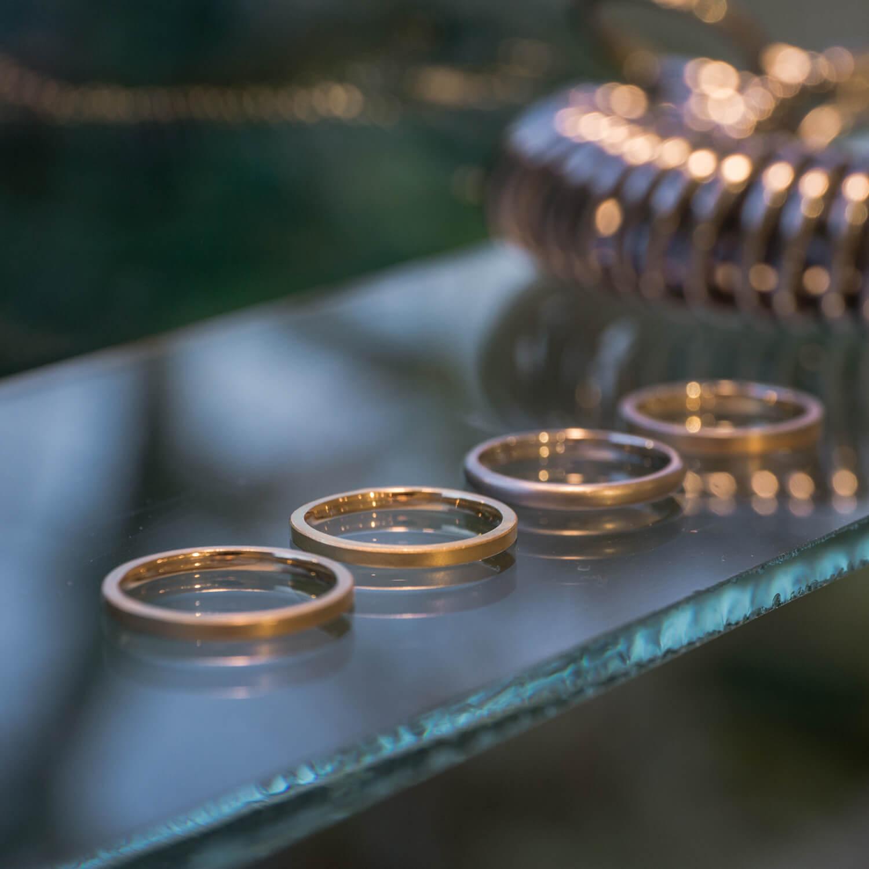 屋久島しずくギャラリー ジュエリーのディスプレイ マリッジリングのサンプル ゴールド、プラチナ、シルバー 結婚指輪の相談会 屋久島でつくる結婚指輪