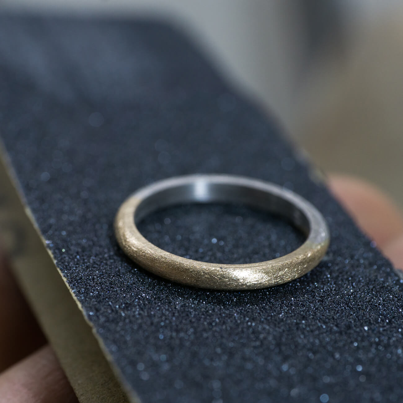 オーダーメイドマリッジリングの制作風景 ジュエリーのアトリエ プラチナ、ゴールド コンビネーションリング 屋久島でつくる結婚指輪