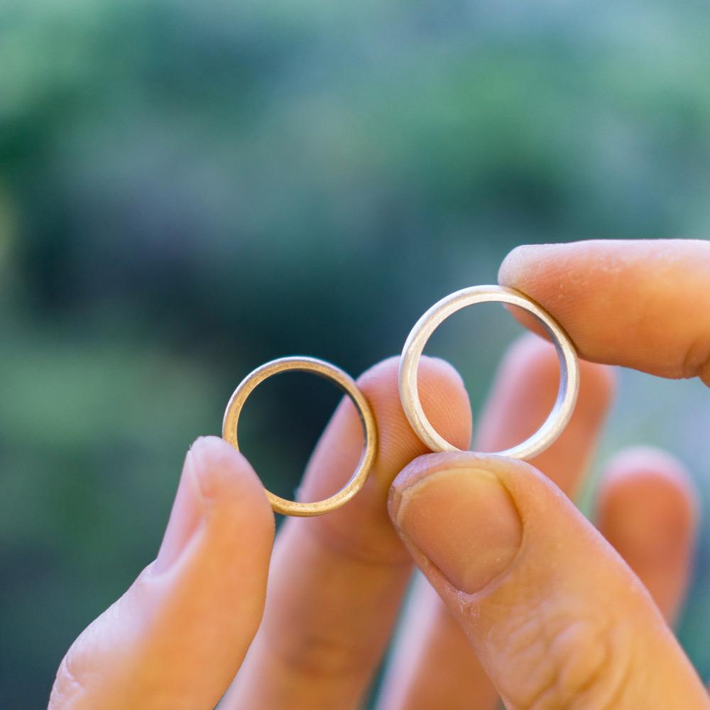 オーダーメイドマリッジリング 屋久島の緑バック 制作途中 シルバー、ゴールド 屋久島で作る結婚指輪