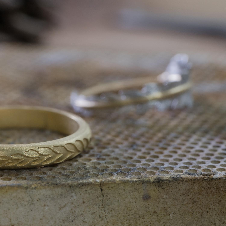オーダーメイドマリッジリングの制作風景 ジュエリーのアトリエ 屋久島のシダモチーフ ゴールド、プラチナ