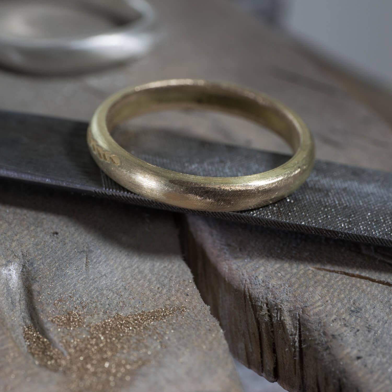オーダーメイドマリッジリングの制作風景 ジュエリーのアトリエ ゴールド 屋久島のシダモチーフ 屋久島でつくる結婚指輪