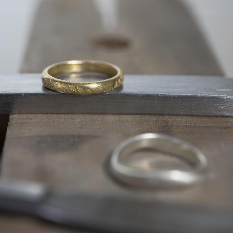 場面3 オーダーメイドマリッジリングの制作風景 ジュエリーのアトリエ ゴールド 屋久島のシダモチーフ 屋久島でつくる結婚指輪