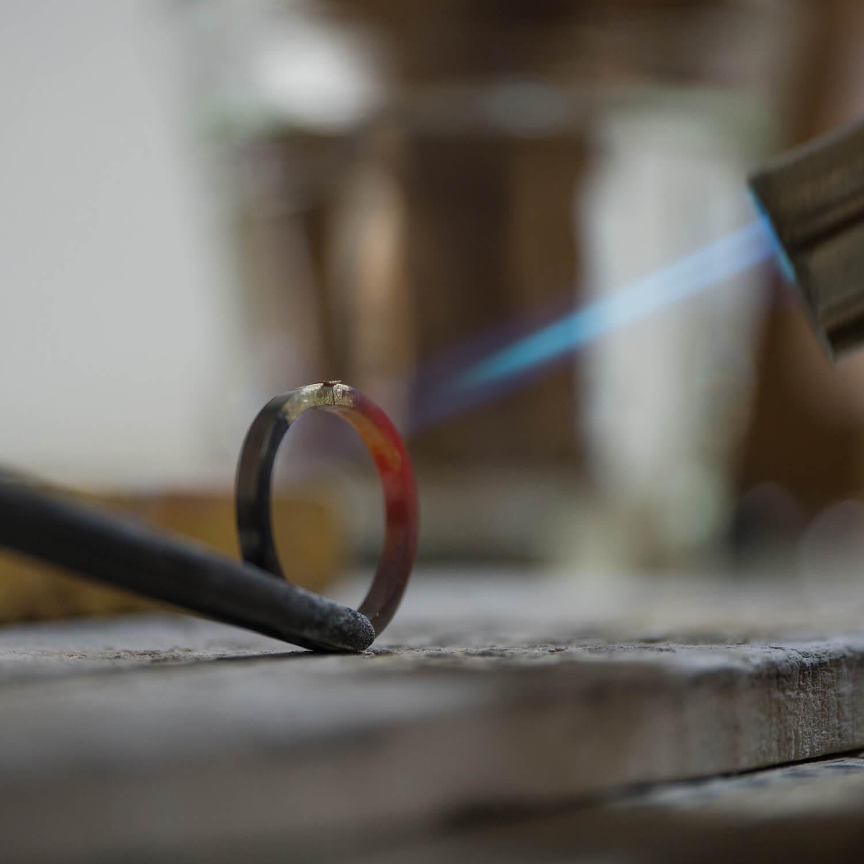 場面3 場面2 オーダーメイドマリッジリングの制作風景 屋久島ジュエリーのアトリエ ゴールド 屋久島でつくる結婚指輪
