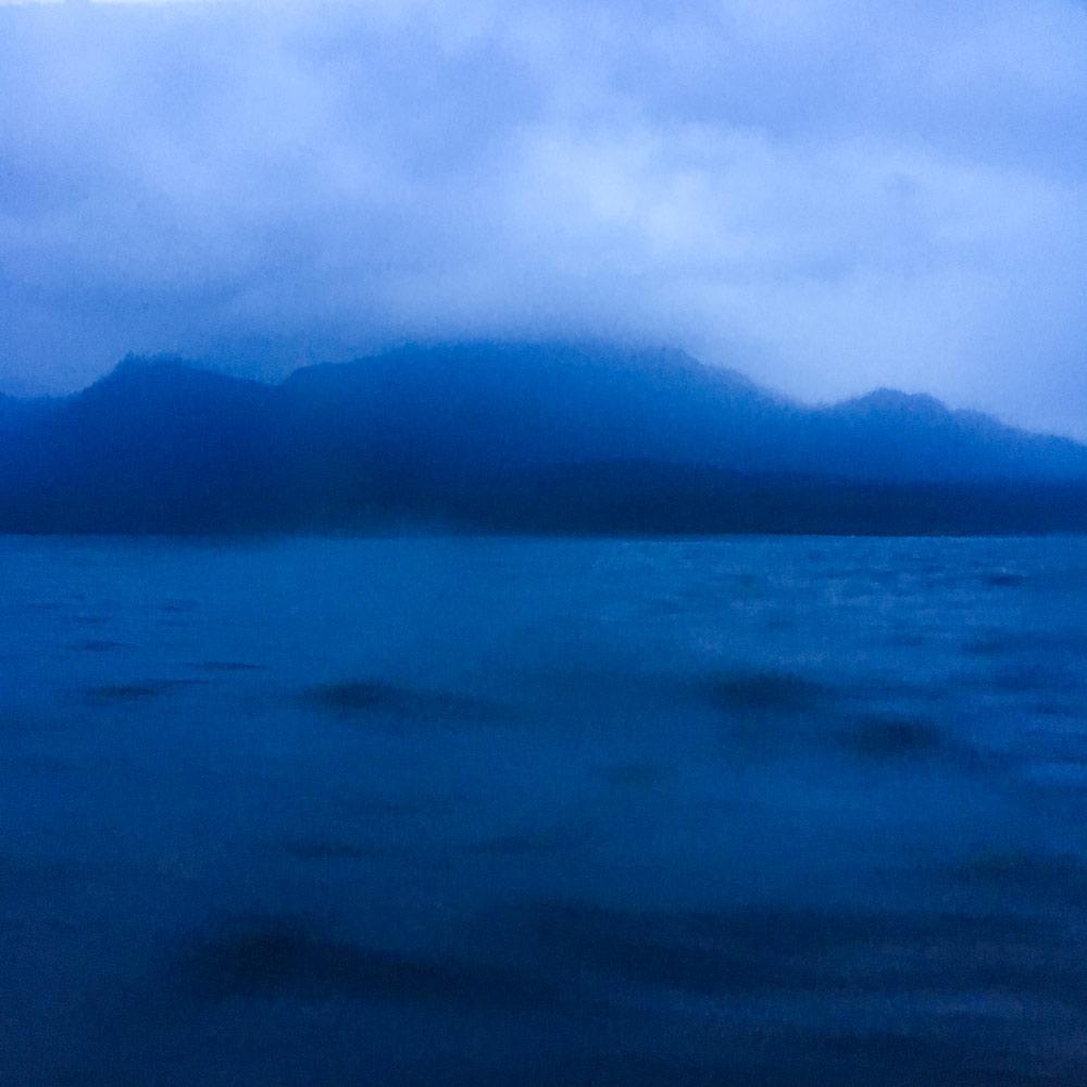海から見る屋久島 夜