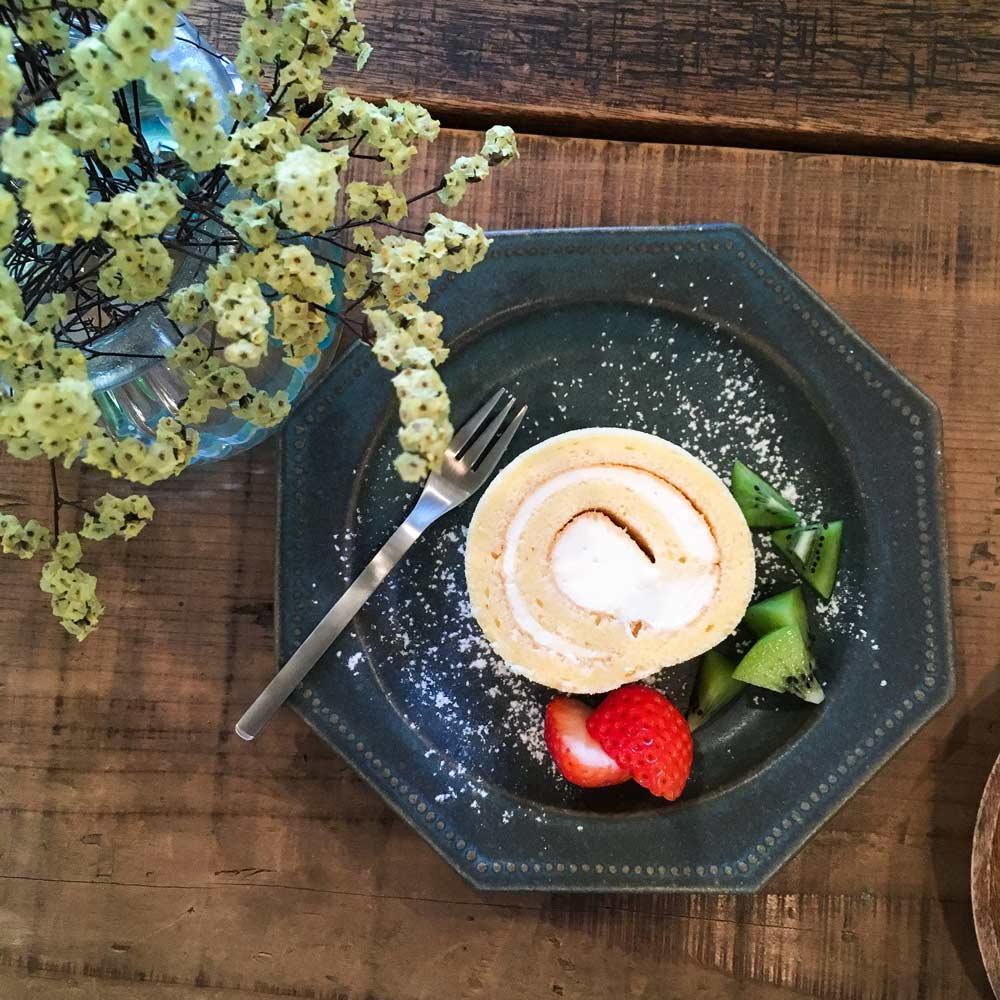 屋久島のカフェ kiina ロールケーキ 屋久島日々の暮らしとジュエリー