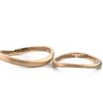 オーダーメイドマリッジリング 白バック ゴールド 屋久島のシダモチーフ 屋久島でつくる結婚指輪
