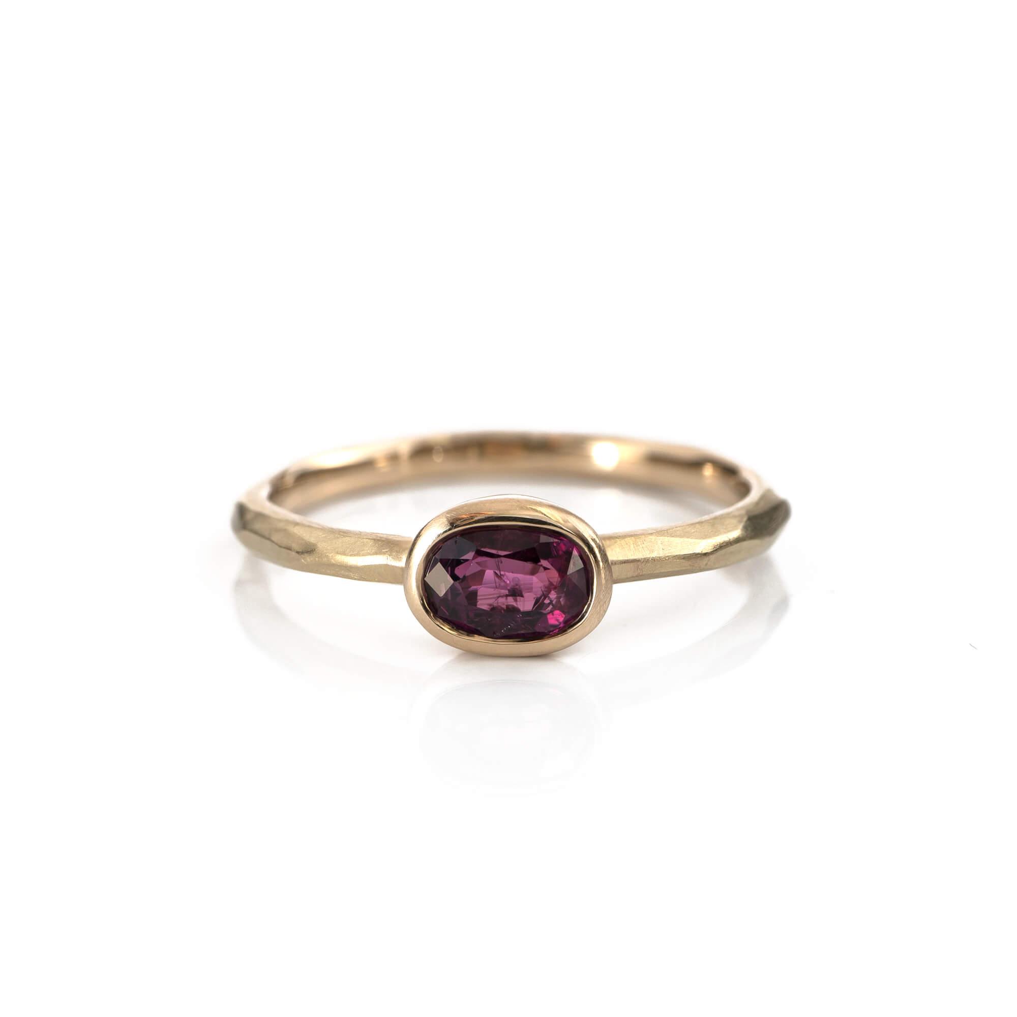 ルビーとサファイアを抱いたシャンパンゴールドの指輪 #リメイクジュエリー#屋久島でつくる結婚指輪