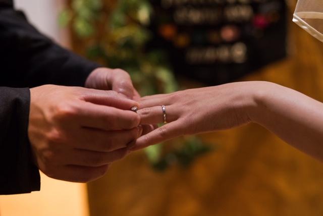 結婚式 指輪交換の場面 屋久島でつくる結婚指輪 プラチナ ダイヤモンド