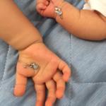オーダーメイドリメイクジュエリーを手に 赤ちゃん オパール、プラチナ 屋久島でつくるジュエリー