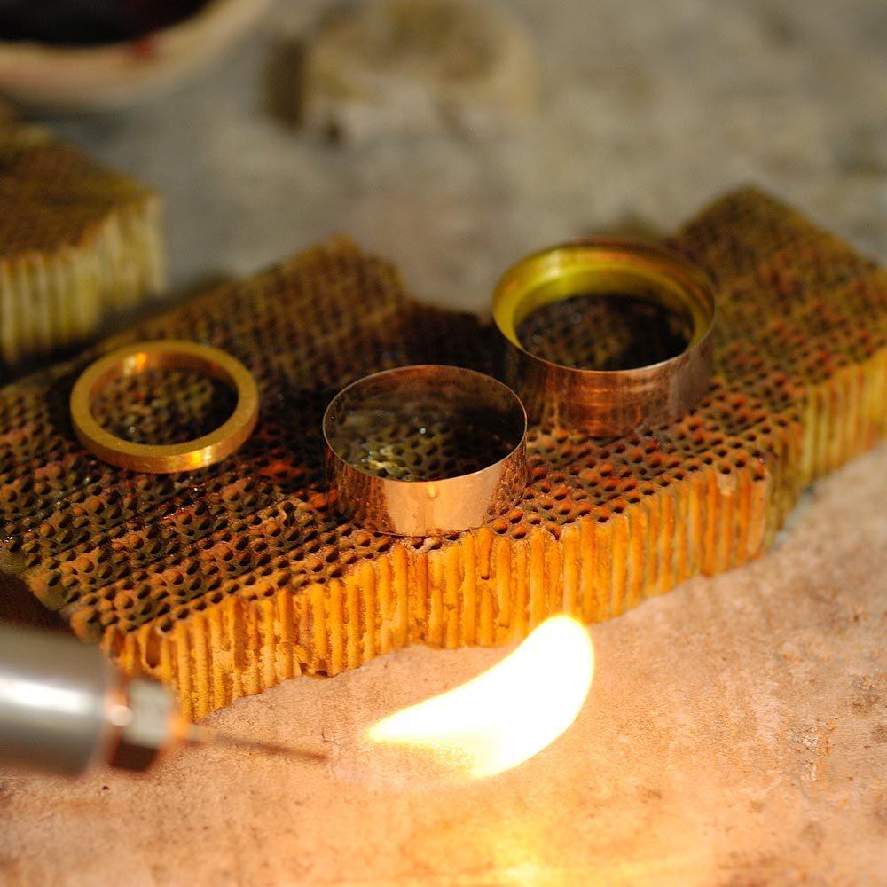 オーダーメイドマリッジリングの制作風景 バーナーの火 プラチナ、ゴールド 屋久島で作る結婚指輪