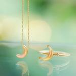 月形のネックレス ピアス 屋久島の緑バック ゴールド、夜光貝、ダイヤモンド