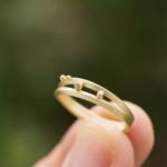オーダーメイドの結婚指輪 制作途中 屋久島の緑バック ゴールド