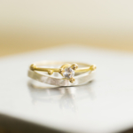 婚約指輪と結婚指輪を重ねる ゴールド、シルバー、ダイヤモンド 屋久島でつくる結婚指輪