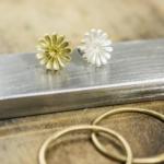 お花の指輪制作風景 ゴールドの花、シルバーの花