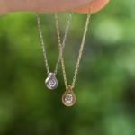 しずく型のネックレス 屋久島の緑バック プラチナ、ゴールド、ダイヤモンド