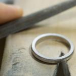 作業風景 プラチナの指輪
