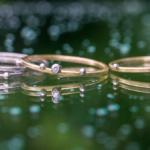 ゴールドの指輪と雨の雫 しずくの指輪