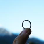 オーダーメイドマリッジリングの制作風景 プラチナ 屋久島の空にかざして 屋久島で作る結婚指輪