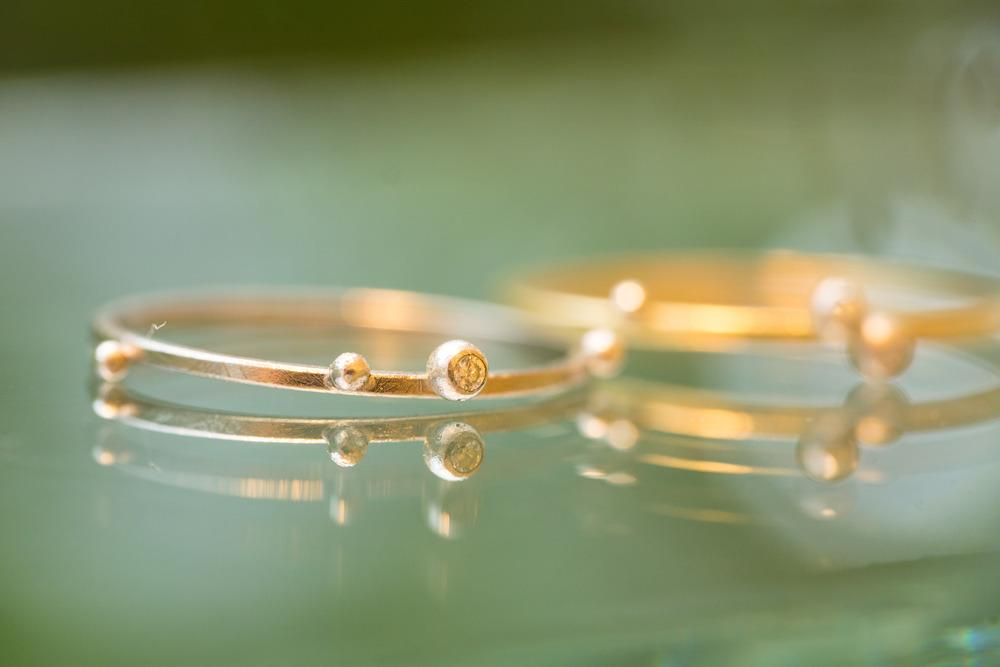 屋久島しずくギャラリー ジュエリーのディスプレイ しずくの指輪 ゴールド、プラチナ、ダイヤモンド