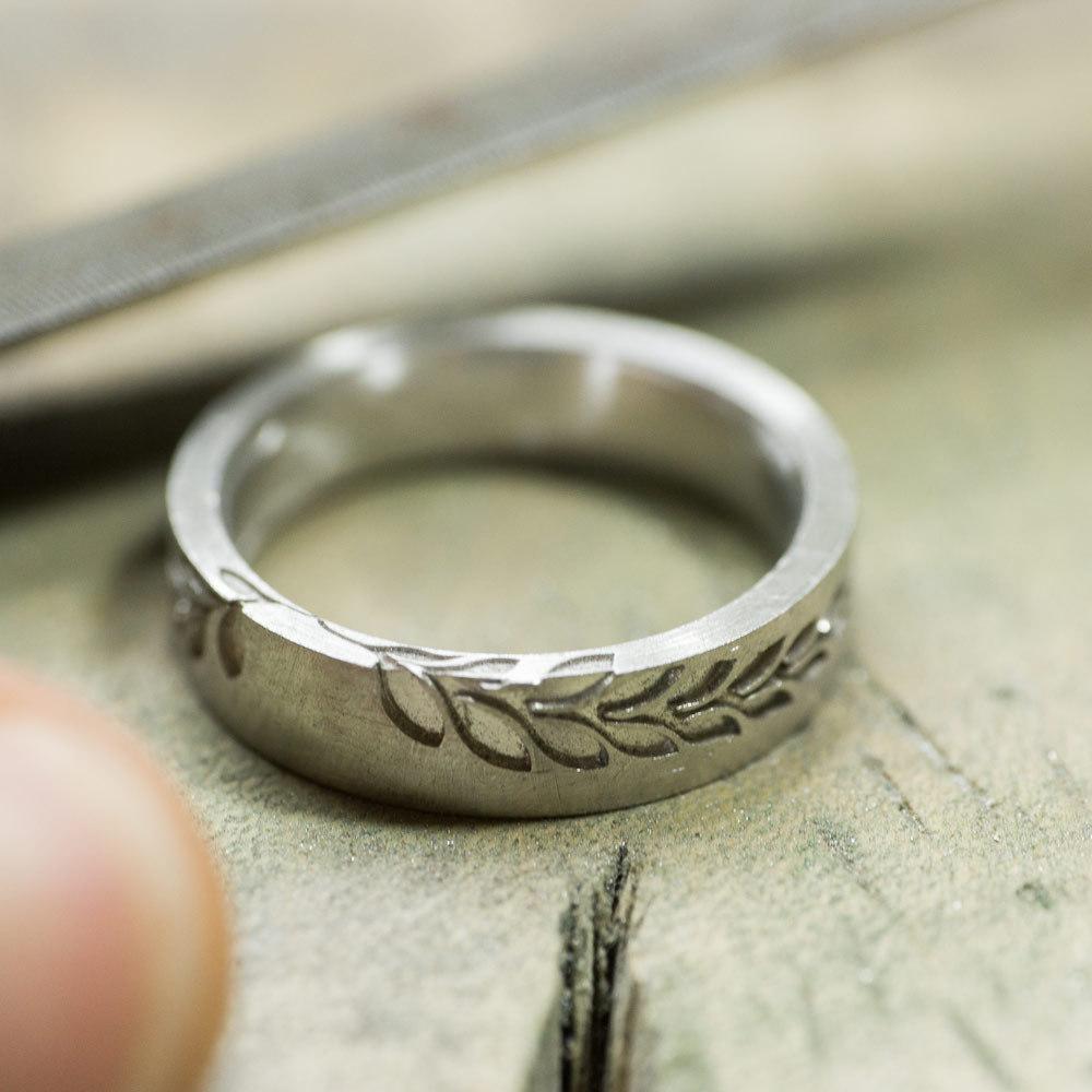 オーダーメイドマリッジリングの制作風景 プラチナ、シダ模様 屋久島で作る結婚指輪