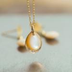 しずく型のネックレス 屋久島の夜光貝、ゴールド、ダイヤモンド ハンドメイドジュエリー