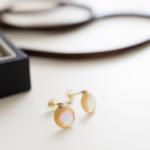 満月のピアス 屋久島の夜光貝、ダイヤモンド、ゴールド ケースでプレゼント梱包