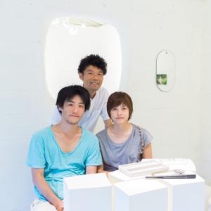 屋久島しずくギャラリーで記念撮影 屋久島でつくる結婚指輪