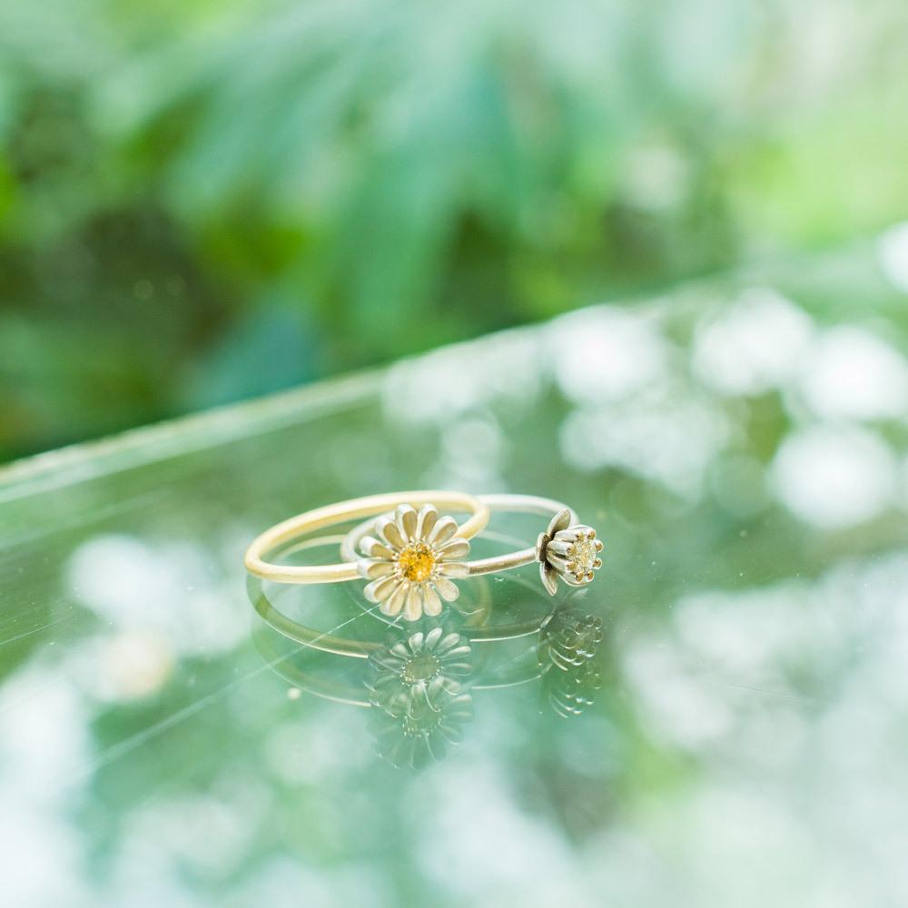 屋久島しずくギャラリーのディスプレイ お花の指輪 ゴールド、プラチナ、シルバー、ダイヤモンド 屋久島で作る婚約指輪